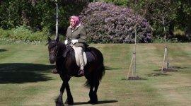 Britaniya kraliçası karantin dövründən bəri ilk dəfə görüntüləndi - FOTO