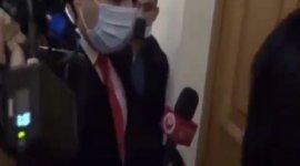Erməni deputat jurnalistin mikrofonunu oğurladı - VİDEO