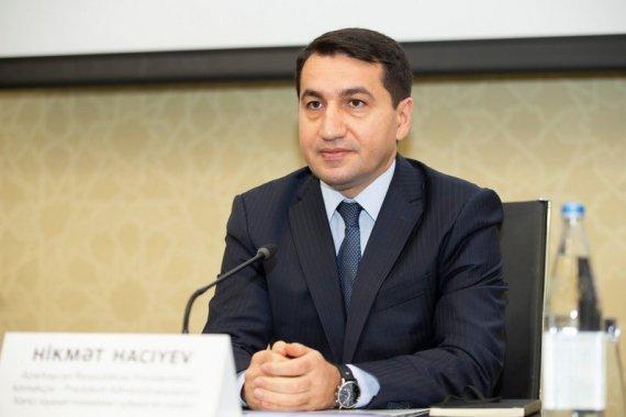 """Hikmət Hacıyev: """"Sosial media saxta xəbərləri böyüdür"""""""